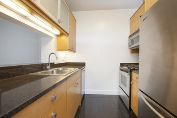 Newly renovated 1 Bedroom Apartment Available For Rent Now!